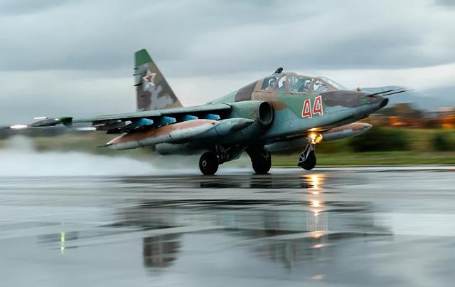 Nga đưa 50 máy bay chiến đấu đến Crimea - 1