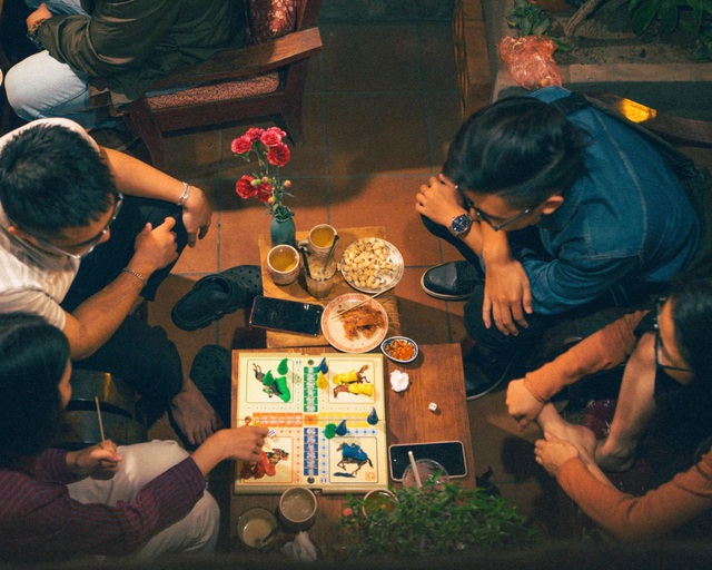 Quán cà phê ở khu tập thể cũ, cất giữ khoảng trời tuổi thơ của bao người - 7