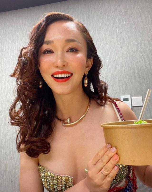 Nhan sắc của Cô Cô Phạm Văn Phương ở tuổi 50 có đẹp như lời đồn? - 2