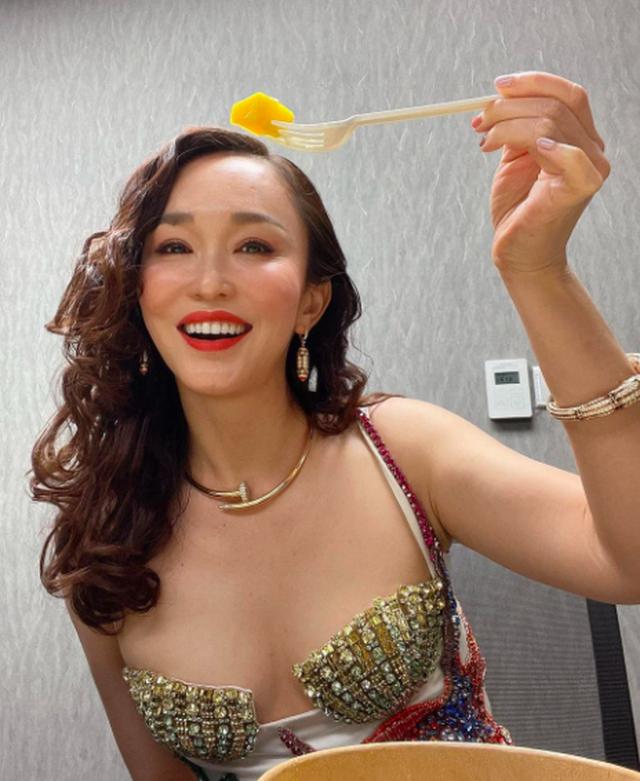 Nhan sắc của Cô Cô Phạm Văn Phương ở tuổi 50 có đẹp như lời đồn? - 1