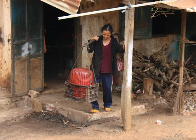 Thương cảnh ba bà cháu từ gánh bún trong ngôi nhà bỏ hoang đến góc chợ - 5