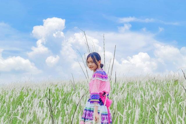 Thiếu nữ HMông khoe sắc xinh đẹp bên đồi cỏ tranh trắng muốt Đắk Nông - 9