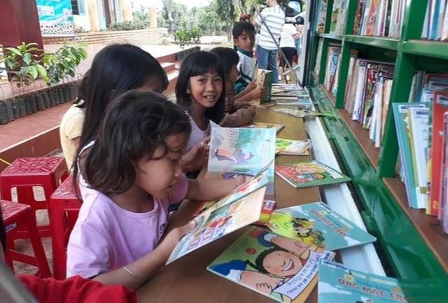 Thu gom sách cũ để tặng học sinh nghèo ở buôn làng - 3