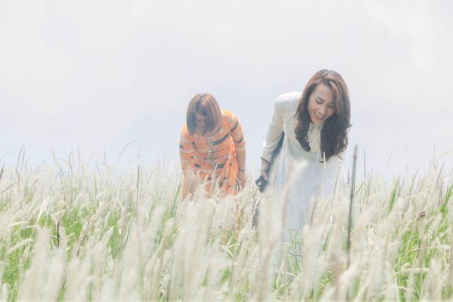 Thiếu nữ HMông khoe sắc xinh đẹp bên đồi cỏ tranh trắng muốt Đắk Nông - 11
