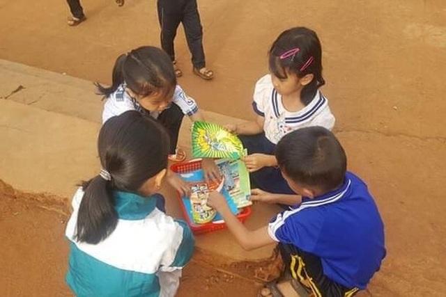 Thu gom sách cũ để tặng học sinh nghèo ở buôn làng - 4