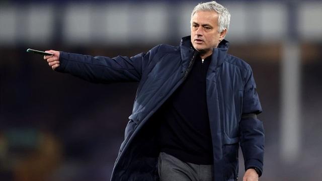 Hé lộ thông tin cực sốc về việc HLV Mourinho bị sa thải - 3