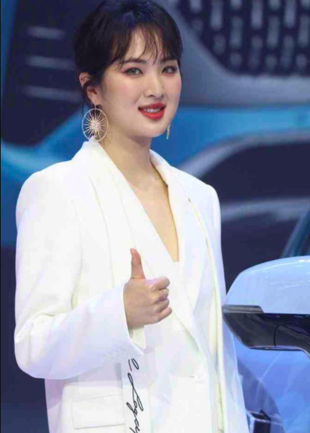 Được hậu thuẫn khủng, công chúa Huawei vẫn mờ nhạt trong làng giải trí - 10