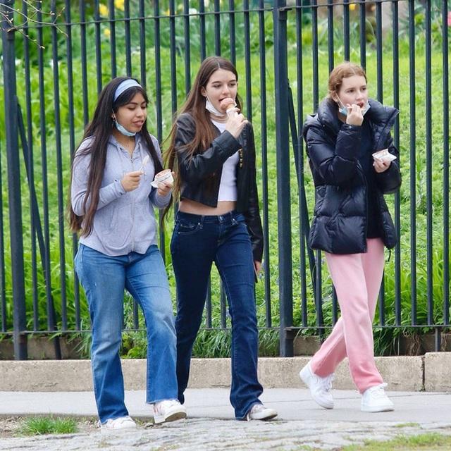 Con gái tài tử Tom Cruise xinh xắn, phổng phao ở tuổi 15 - 14