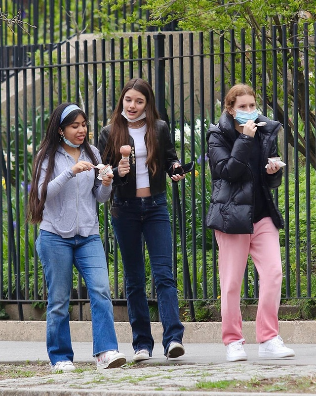 Con gái tài tử Tom Cruise xinh xắn, phổng phao ở tuổi 15 - 10