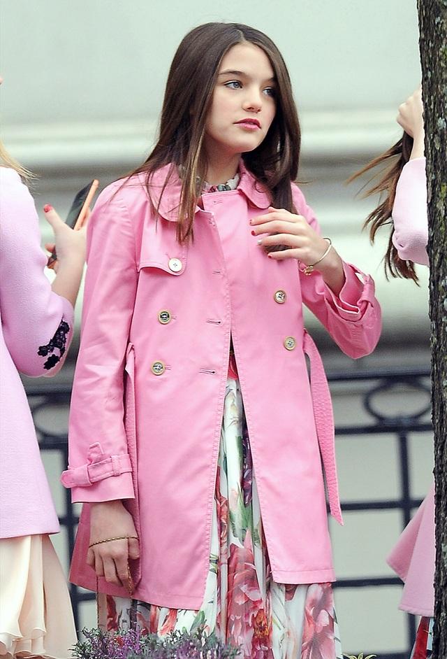 Con gái tài tử Tom Cruise xinh xắn, phổng phao ở tuổi 15 - 18