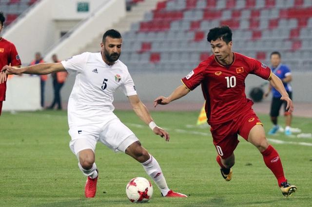 Chờ đấu Malaysia, đội tuyển Việt Nam đọ sức Jordan ở UAE - 1
