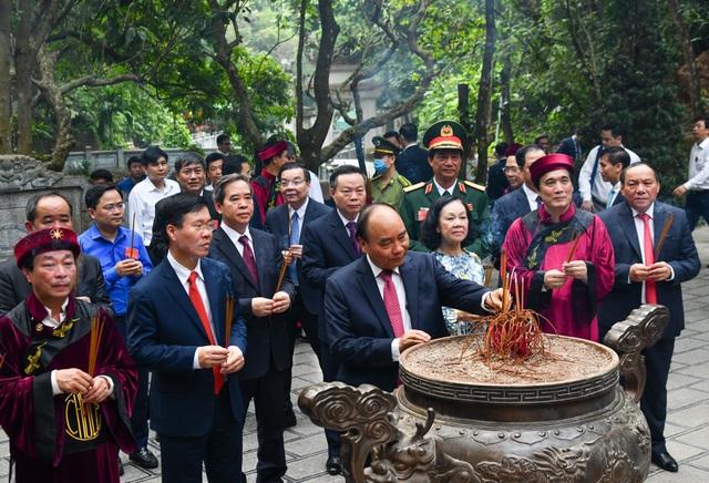 Chủ tịch nước Nguyễn Xuân Phúc dâng hương tưởng nhớ các Vua Hùng - 4