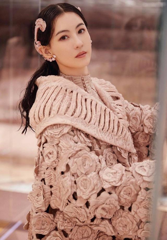 Bị loại khỏi show truyền hình vì hát kém, Trương Bá Chi vẫn kiếm bộn tiền - 5