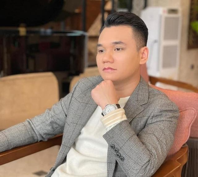 Ca sĩ Khắc Việt bị gãy xương cổ tay, hủy toàn bộ lịch diễn - 2