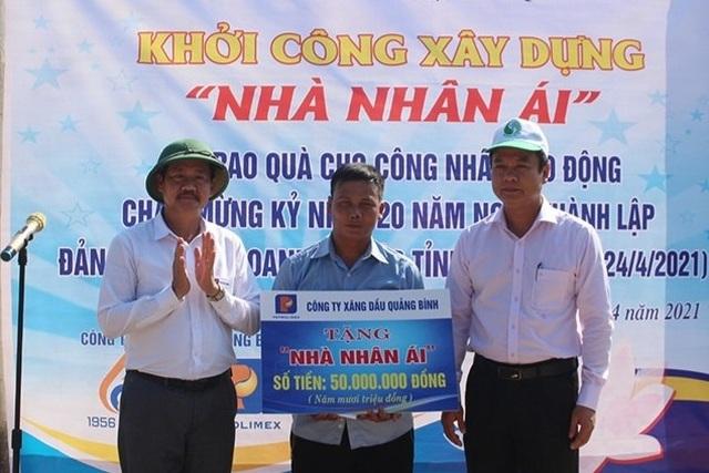 Hỗ trợ xây nhà nhân ái và tặng quà cho công nhân lao động khó khăn - 1