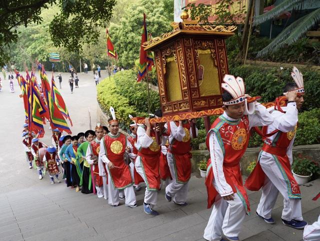 Chủ tịch nước Nguyễn Xuân Phúc dâng hương tưởng nhớ các Vua Hùng - 2