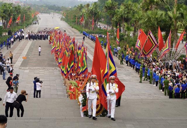 Chủ tịch nước Nguyễn Xuân Phúc dâng hương tưởng nhớ các Vua Hùng - 1