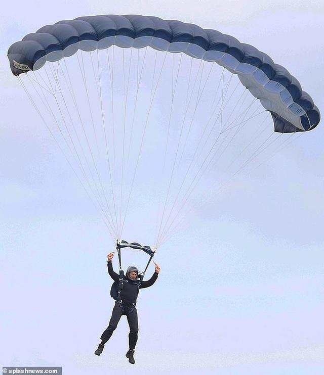 U60, Tom Cruise vẫn đang... nhảy máy bay, đu tàu hỏa - 1