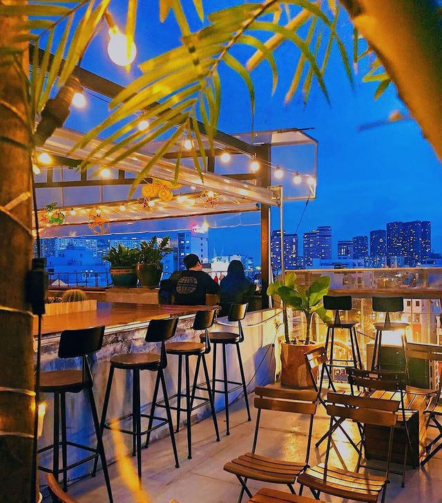 Pocket a series of rooftop cafes to watch the romantic sunset in Saigon - 10