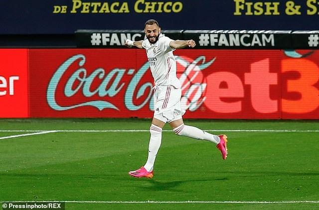 Real Madrid bị cổ động viên Cadiz tấn công trong ngày lên ngôi đầu La Liga - 11