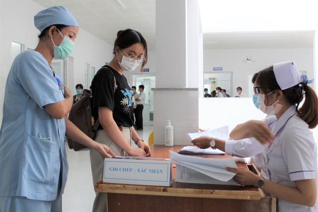Mũi tiêm vắc xin phòng Covid-19 đầu tiên cho lực lượng y tế Bạc Liêu - 6