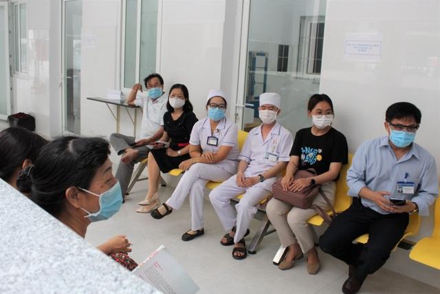 Mũi tiêm vắc xin phòng Covid-19 đầu tiên cho lực lượng y tế Bạc Liêu - 7