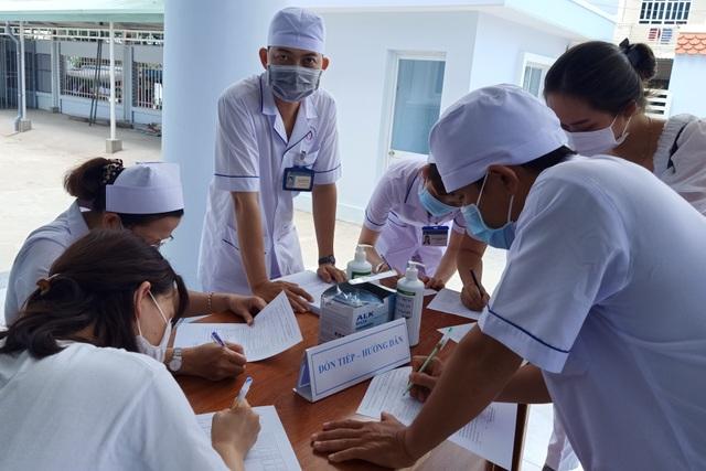 Mũi tiêm vắc xin phòng Covid-19 đầu tiên cho lực lượng y tế Bạc Liêu - 2