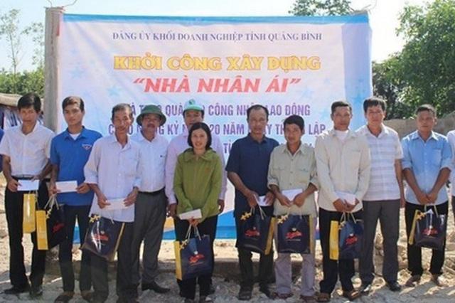 Hỗ trợ xây nhà nhân ái và tặng quà cho công nhân lao động khó khăn - 2