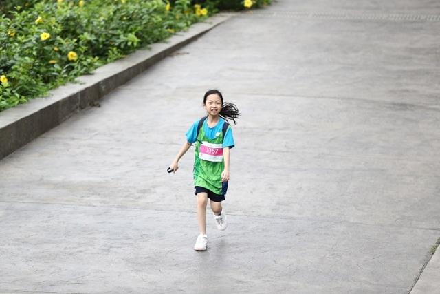 Những chân chạy nhí ở Ecopark Marathon 2021 - 6