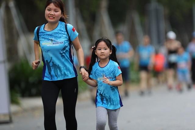 Những chân chạy nhí ở Ecopark Marathon 2021 - 7