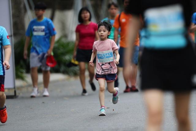 Những chân chạy nhí ở Ecopark Marathon 2021 - 9