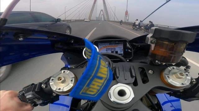 Choáng với hình ảnh xe motor lao như tên bắn trên cầu Nhật Tân - 2