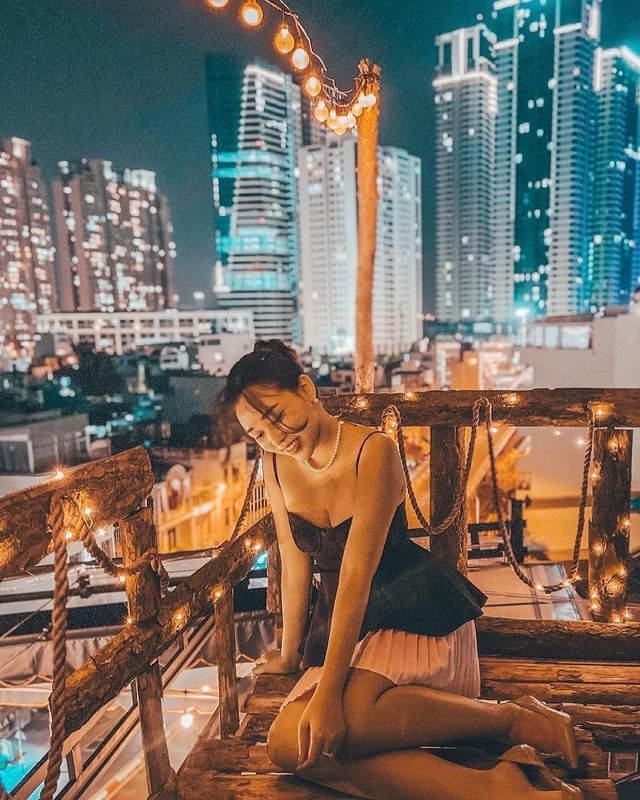 Pocket a series of rooftop cafes watching the romantic sunset in Saigon - 3