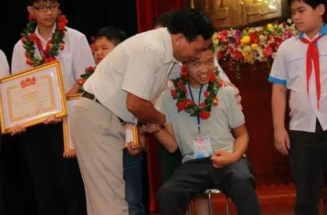 Những nấc thang của cậu học trò bại não dự Kỳ thi Olympic Tin học Châu Á - 2