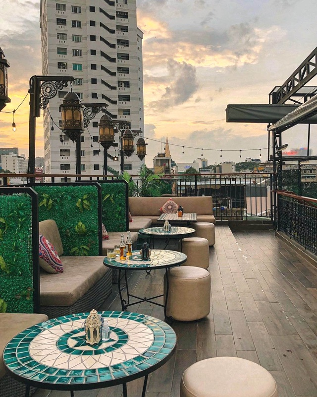 Pocket a series of rooftop cafes to watch the romantic sunset in Saigon - 7