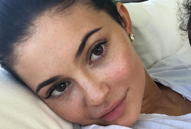 Không thể nhận ra kiều nữ siêu giàu Kylie Jenner khi thiếu lớp son phấn - 3
