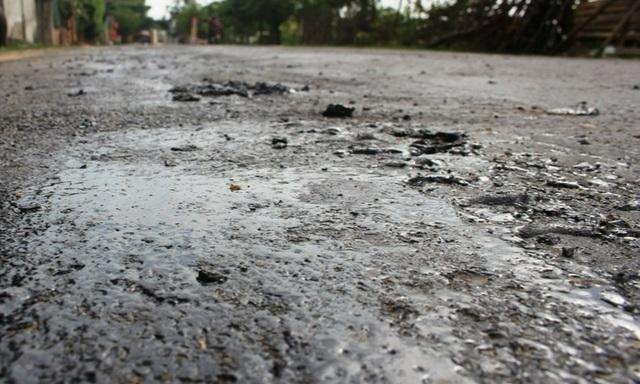 Khắc phục tình trạng quốc lộ tan chảy thành từng mảng - 2