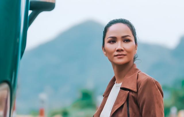 HHen Niê: Từ top 5 Hoa hậu Hoàn vũ đến đả nữ trong phim hành động - 2