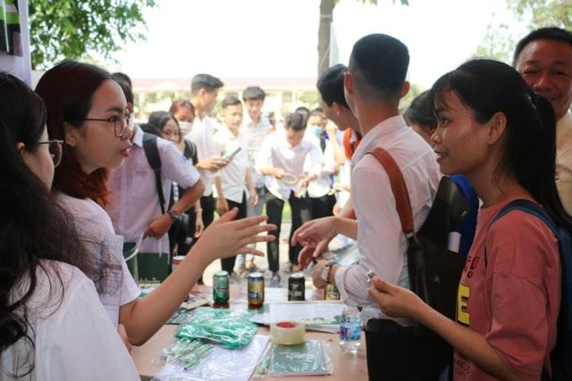 Giúp học sinh định hướng nghề bằng trải nghiệm ngày hội việc làm - 2