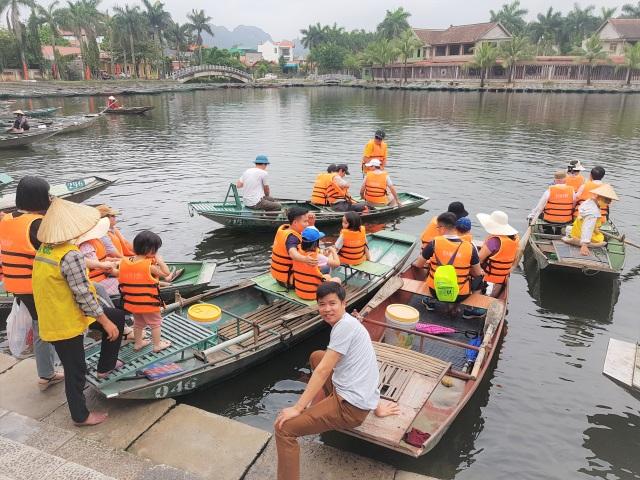 Ninh Bình: Nghề chèo đò khóc ròng, chờ cả tháng kiếm được… 150.000 đồng - 4