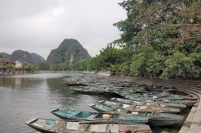 Ninh Bình: Nghề chèo đò khóc ròng, chờ cả tháng kiếm được… 150.000 đồng - 1