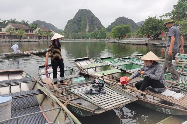 Ninh Bình: Nghề chèo đò khóc ròng, chờ cả tháng kiếm được… 150.000 đồng - 5