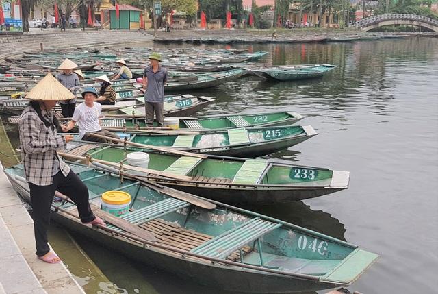Ninh Bình: Nghề chèo đò khóc ròng, chờ cả tháng kiếm được… 150.000 đồng - 3