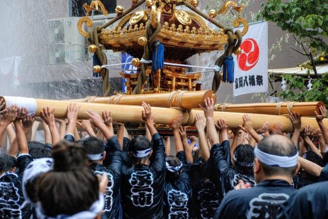 Lễ hội té nước lớn nhất Nhật Bản thu hút nửa triệu người xem mỗi năm - 5