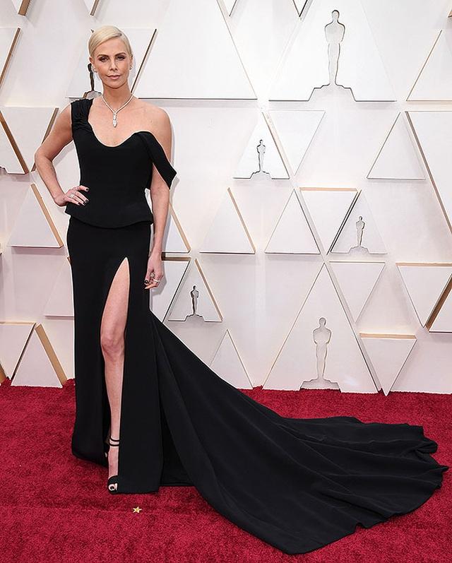 Angelina Jolie và loạt mỹ nhân khoe dáng gợi cảm trên thảm đỏ Oscar - 4