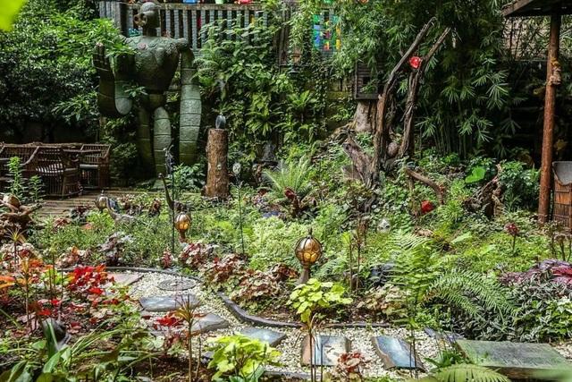 Vườn đẹp như cổ tích của con trai hiếu thảo dành tặng bố dưỡng già - 1