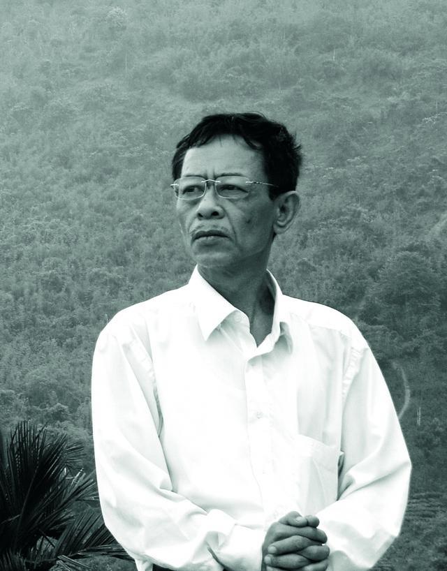 Nhà thơ Hoàng Nhuận Cầm và khát vọng tột cùng của người cầm bút - 1