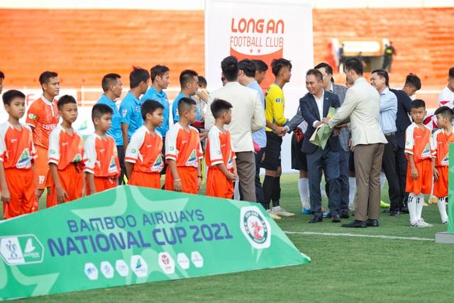 Anh Đức không thi đấu, CLB Long An vẫn thắng sốc CLB Bình Định - 3