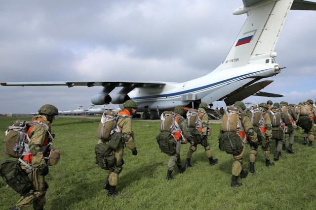 Phương Tây còn hoài nghi, Nga tung video rút quân gần biên giới Ukraine - 1