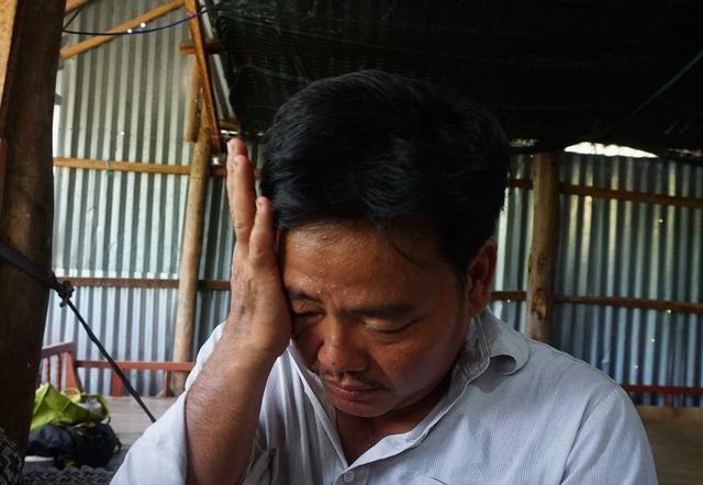 Xót xa cảnh vợ chồng nghèo kiết vượt trăm cây số chữa bệnh - 2